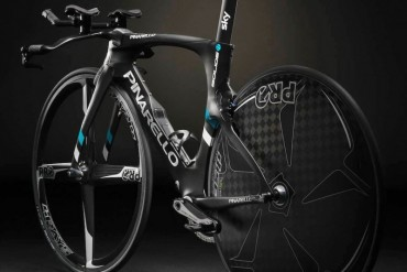 pinarello_bolide-tt_carbon-time-trial-bike_dark_non-driveside-rear